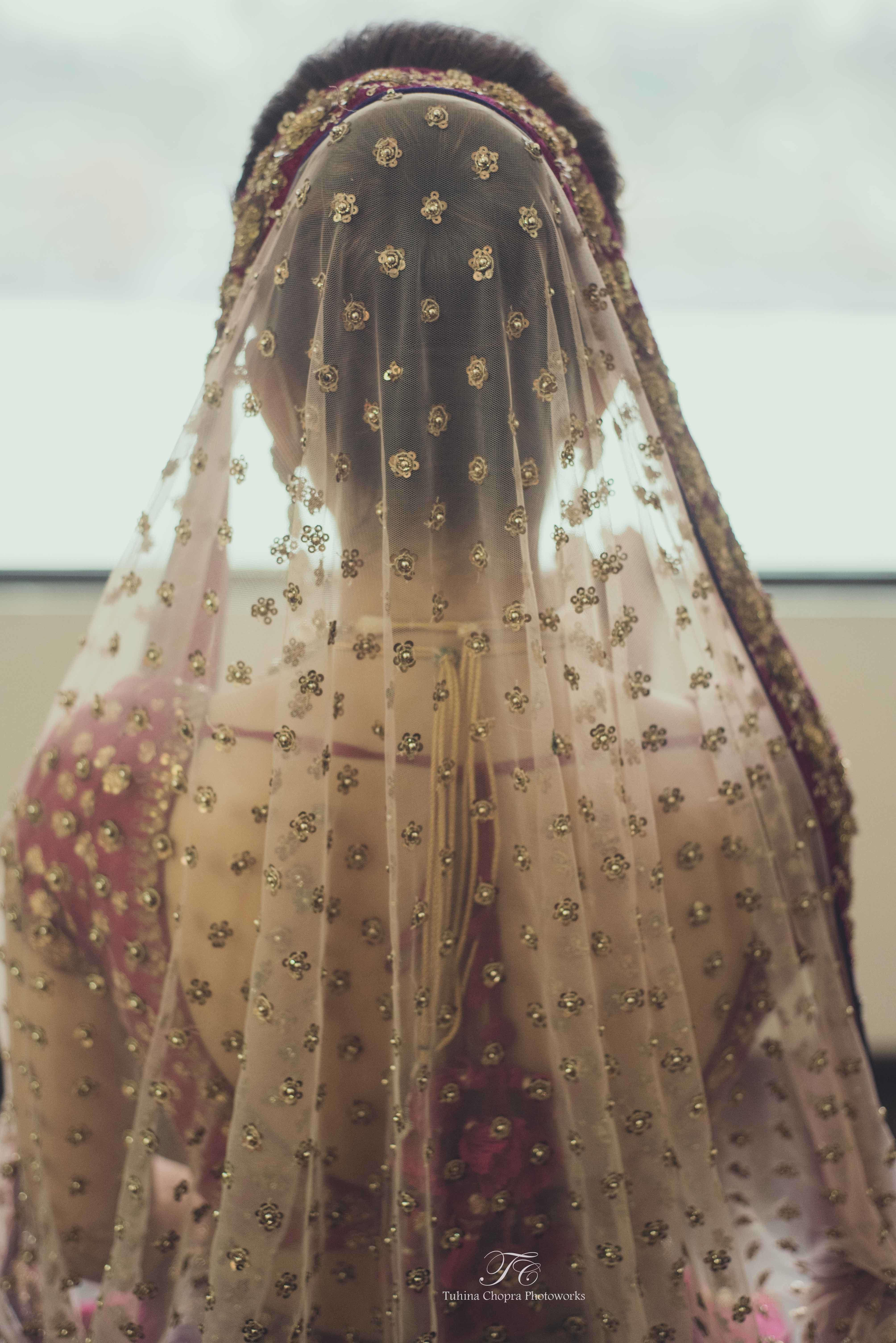 pink and golden duppatta:tuhina chopra photoworks