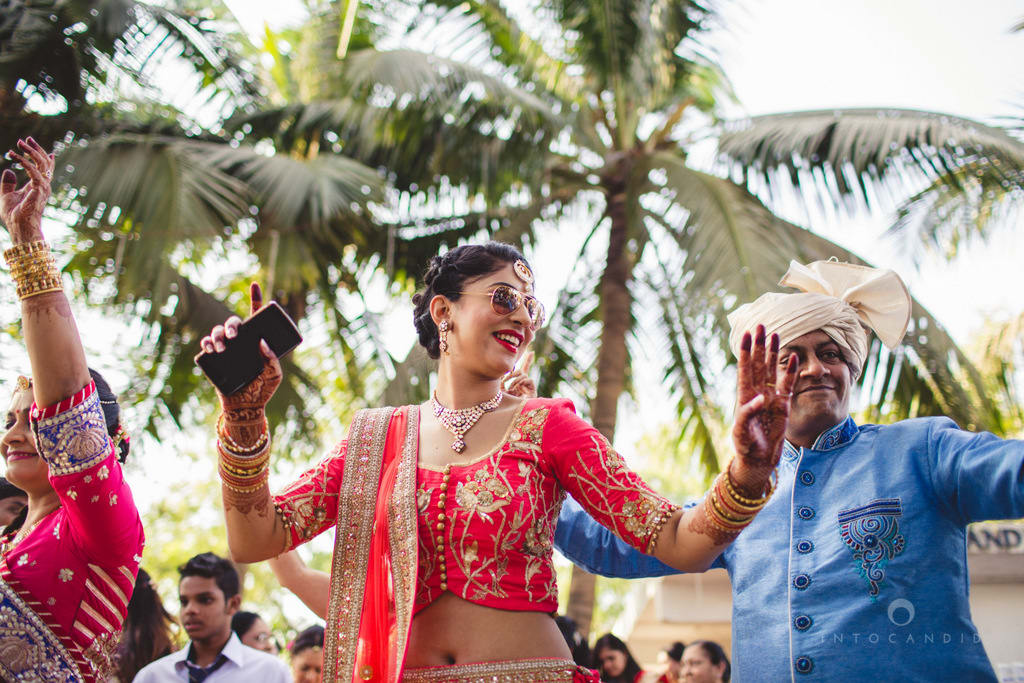 the baraat dance!:into candid photography, sabyasachi couture pvt ltd