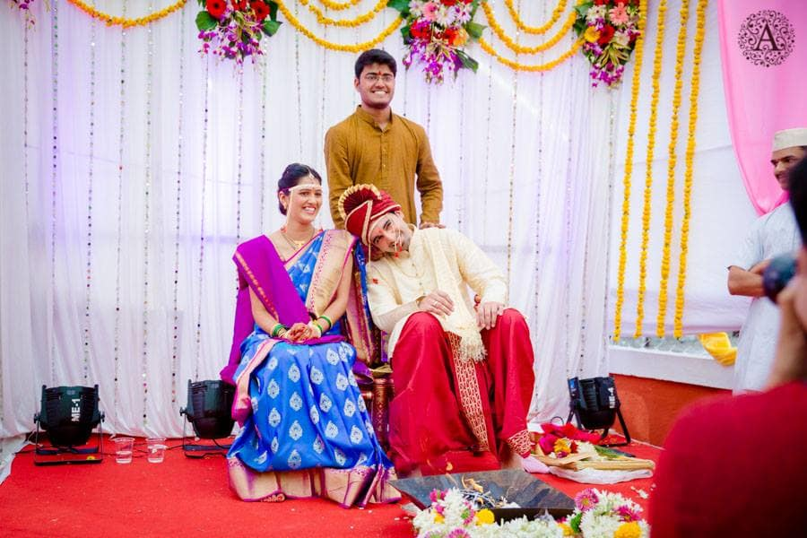 click with wedding couple:amour affairs