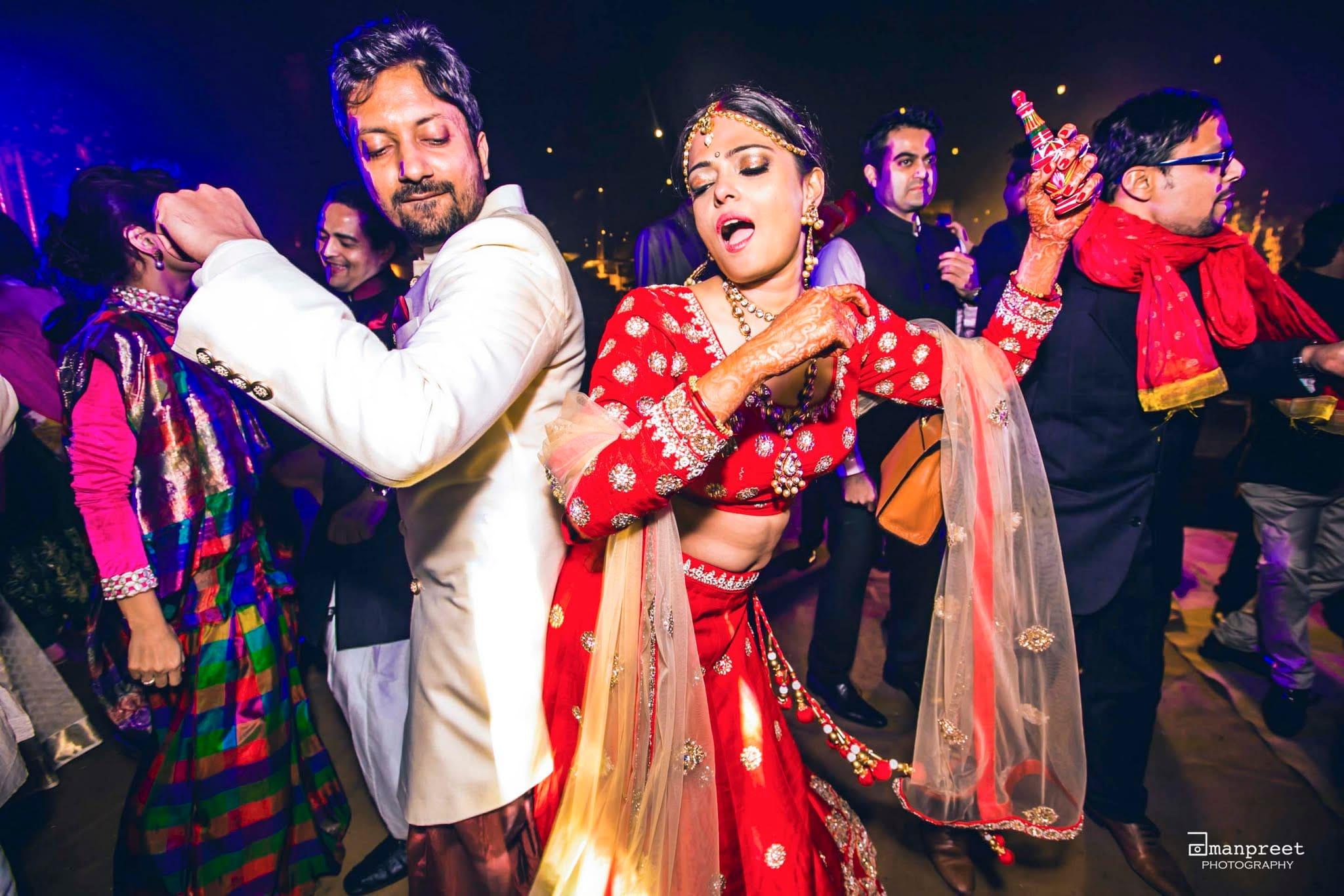the couple dance!:the umrao, mandira wirk, amanpreet photography, zorba