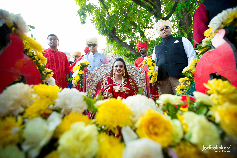 the bride raksha!:jodi clickers, f5 advertainment, manish malhotra