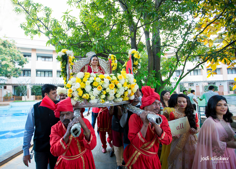 the charming bride!:jodi clickers, f5 advertainment, manish malhotra