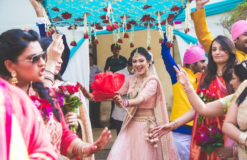 bride stepup under phoolon ki chadar:girl in pink photography