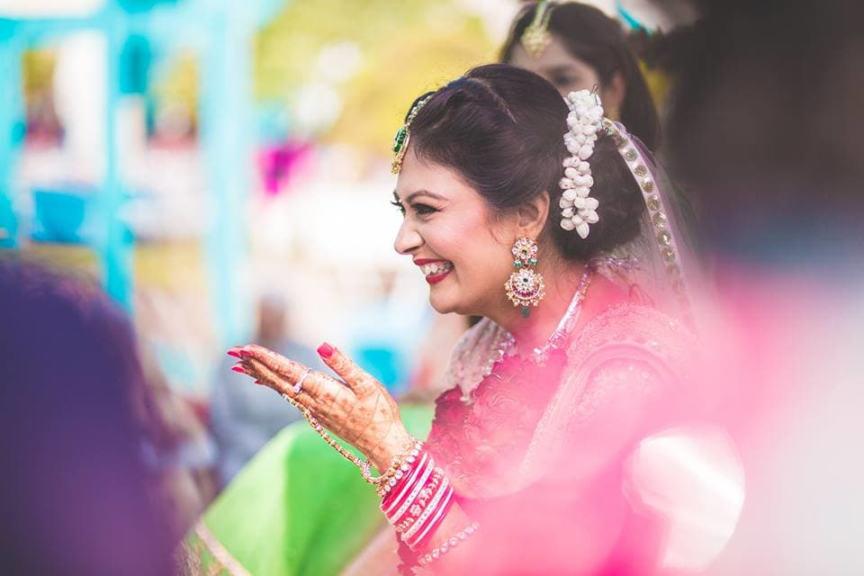 the bride's big smile:girl in pink photography