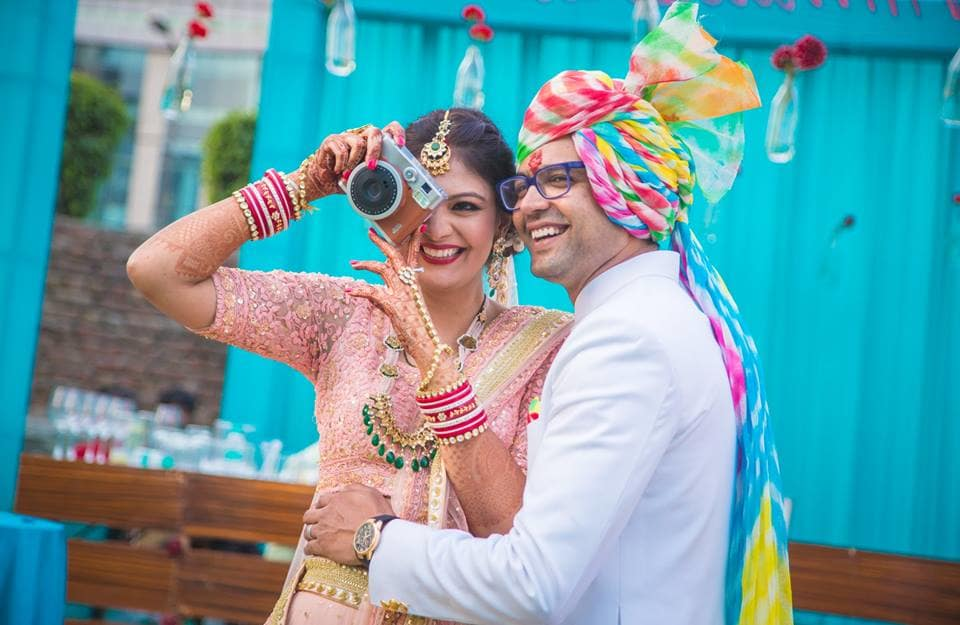 couples candid:girl in pink photography