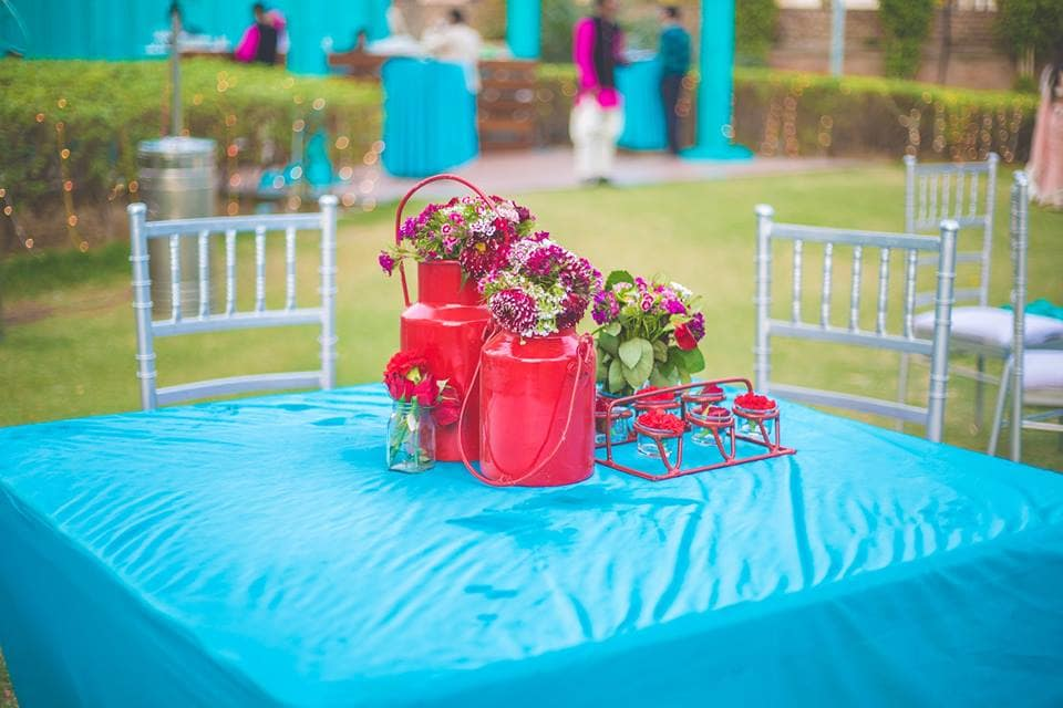 table decor:girl in pink photography