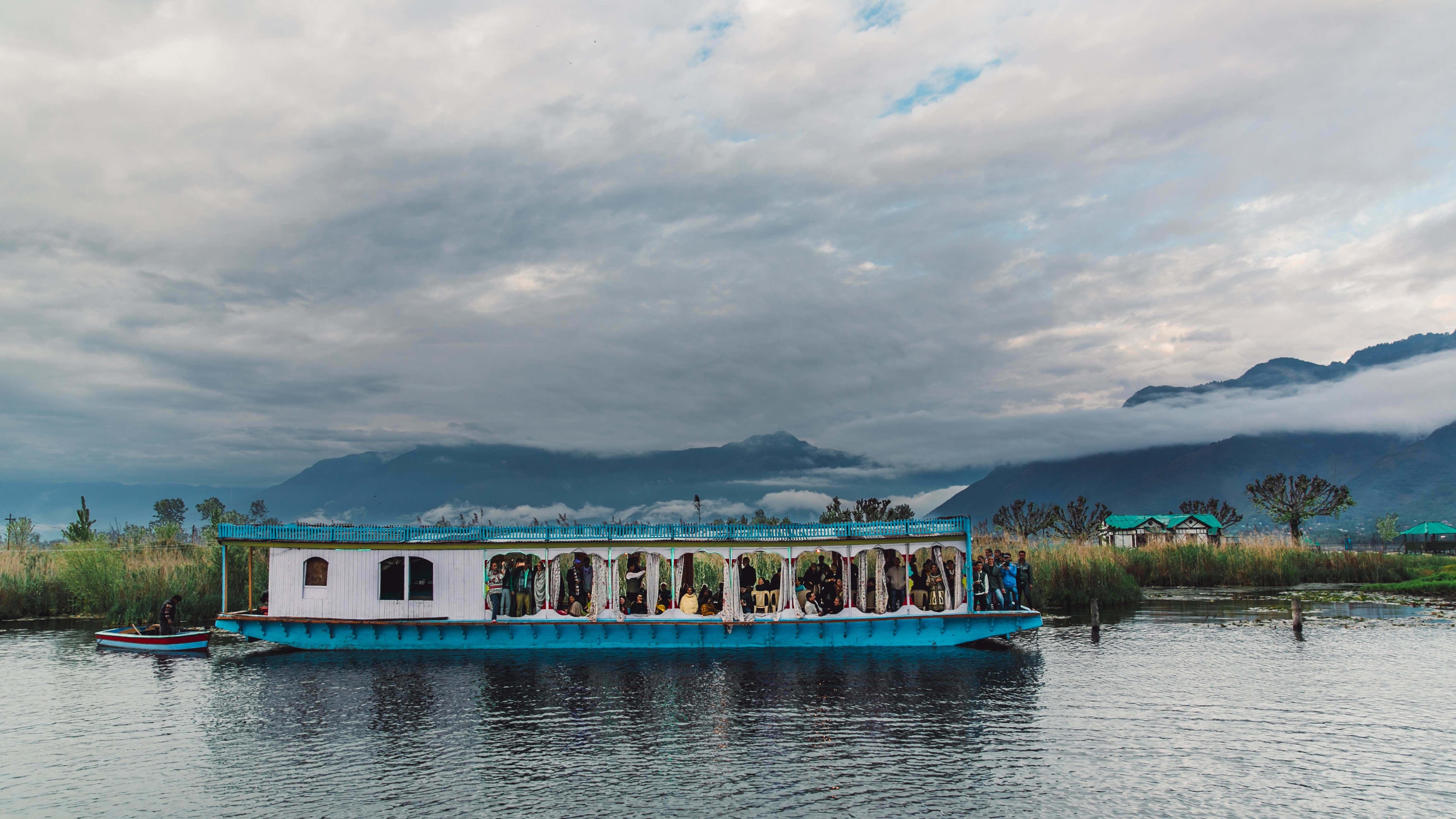 the boat list:nikhil kapur photography