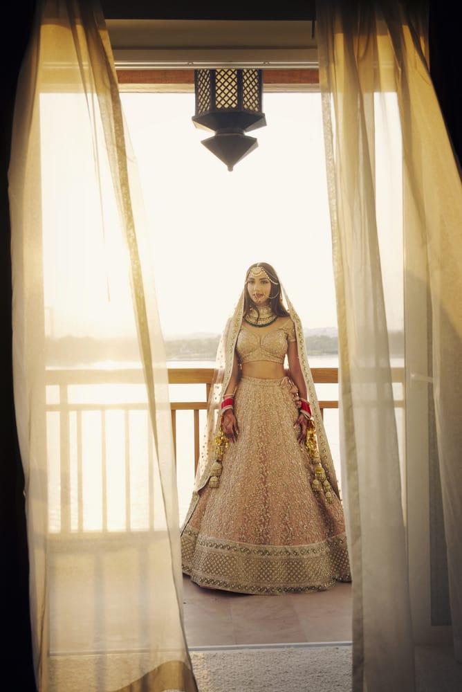 the gorgeous bride!:the entertainment design company, manish malhotra, arpita mehta, sabyasachi couture pvt ltd, umrao jewels