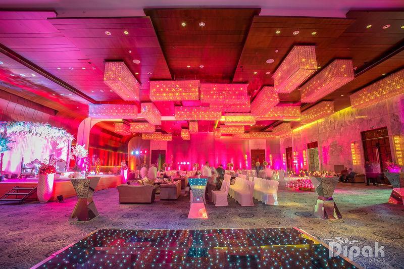 the wedding decor!:dipak studios wedding photography