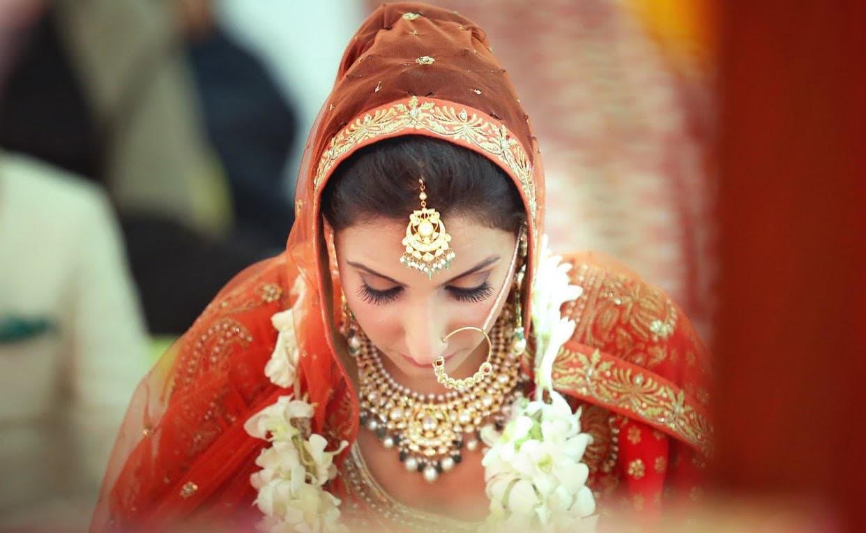 the stunning bride!:tarun tahiliani, rajkamal studio, jasmeet kapany hair and makeup