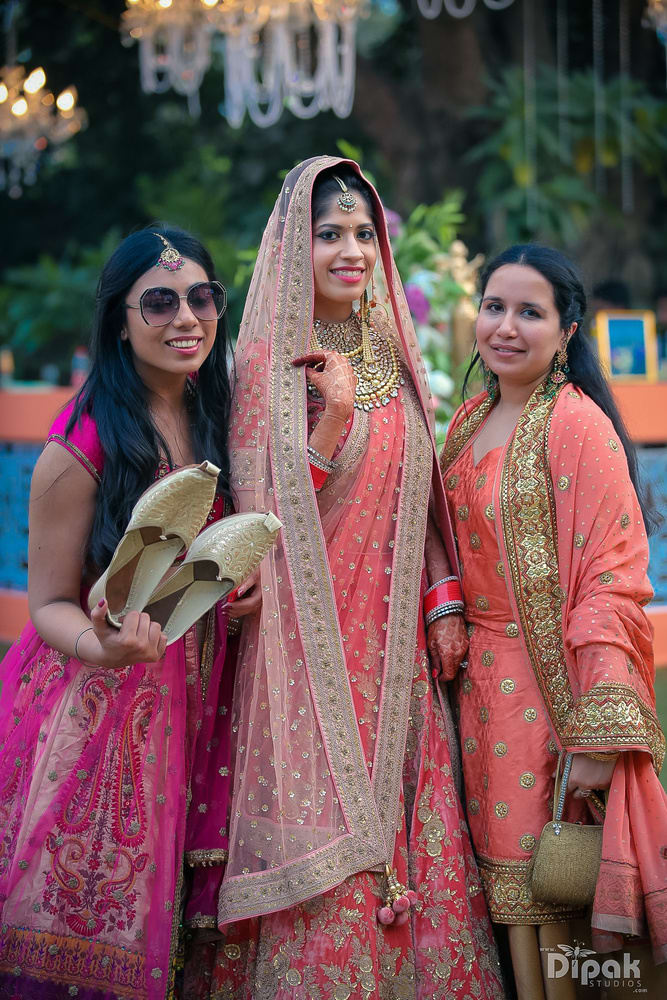 the gorgeous bride!:rakyans fine jewellery, dipak studio and colour lab pvt ltd, saltt catering, house of design, sabyasachi couture pvt ltd, devika sakhuja
