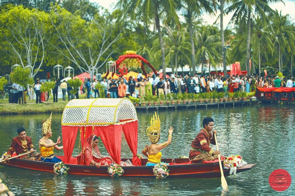 brides entry in a beautiful boat:click sutra