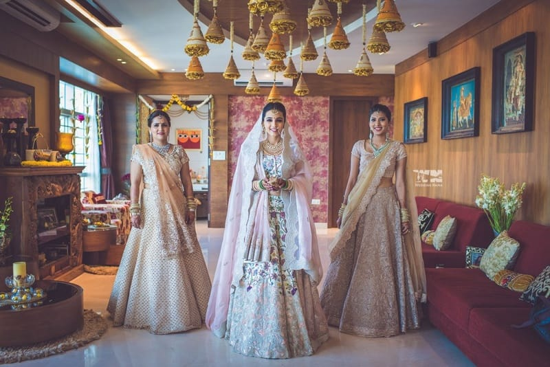 the charming bride!:abu jani sandeep khosla, manish malhotra, tarun tahiliani, aza fashion pvt ltd, weddingnama