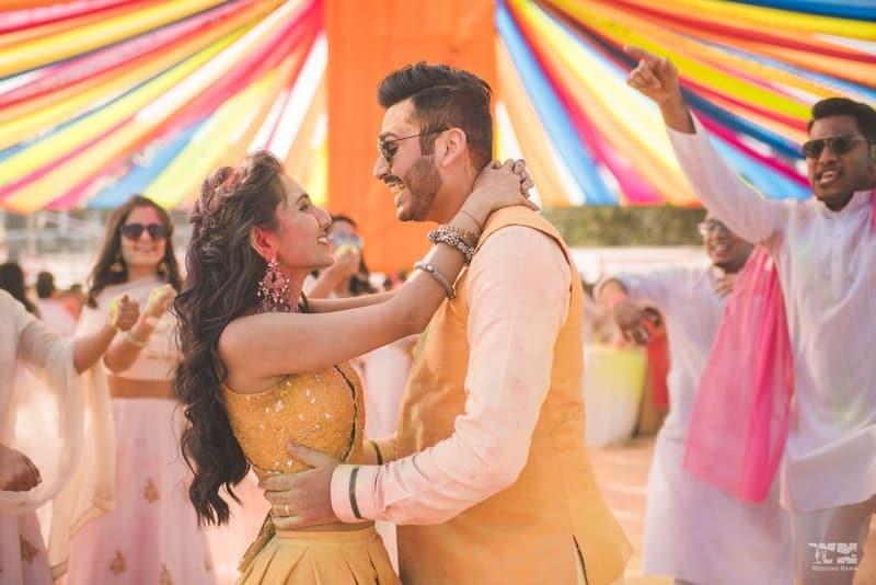 the lovebirds!:abu jani sandeep khosla, manish malhotra, tarun tahiliani, aza fashion pvt ltd, weddingnama