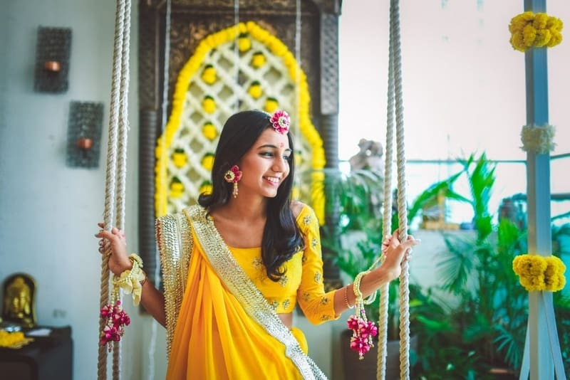the charming bride!:abu jani sandeep khosla, manish malhotra, tarun tahiliani, aza fashion pvt ltd, weddingnama