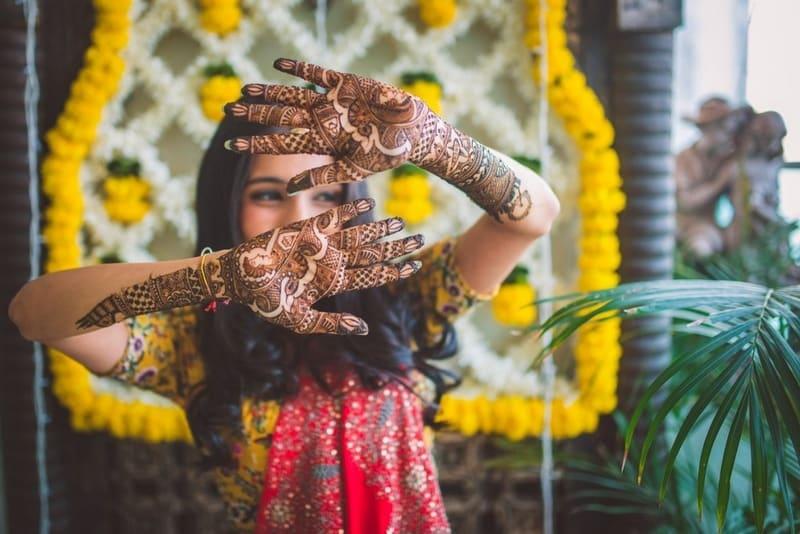 the bridal mehandi!:abu jani sandeep khosla, manish malhotra, tarun tahiliani, aza fashion pvt ltd, weddingnama