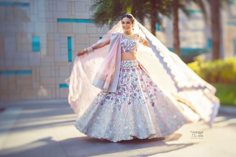 the twirling bride!:abu jani sandeep khosla, manish malhotra, tarun tahiliani, aza fashion pvt ltd, weddingnama