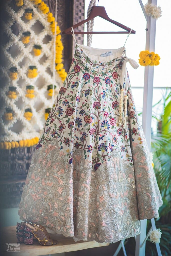 the wedding outfit!:abu jani sandeep khosla, manish malhotra, tarun tahiliani, aza fashion pvt ltd, weddingnama
