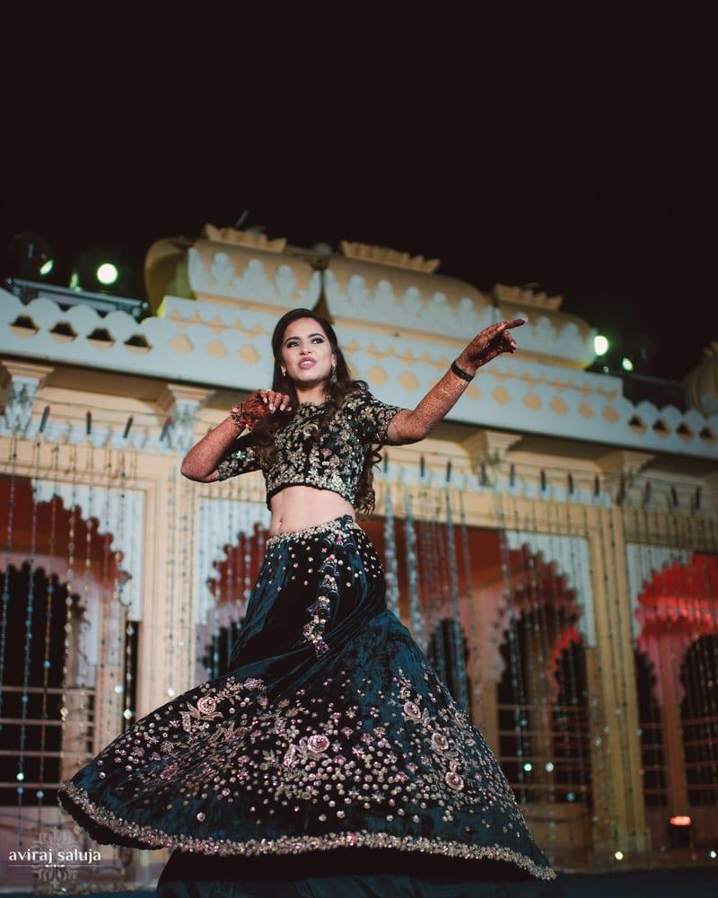 the dancing bride!:aviraj saluja, shyamal and bhumika, makeup by reema patil, sabyasachi couture pvt ltd, dolly j