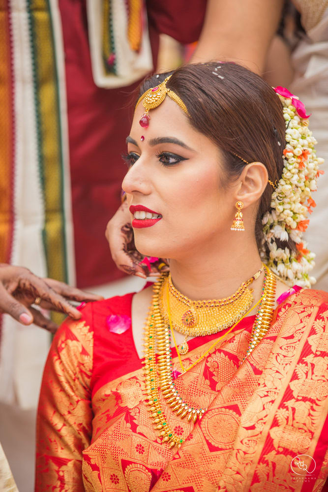 the gorgeous bride!:country inn and suites, lakshya manwani photography, om parkash jawahar lal, isha khanna makeup artist