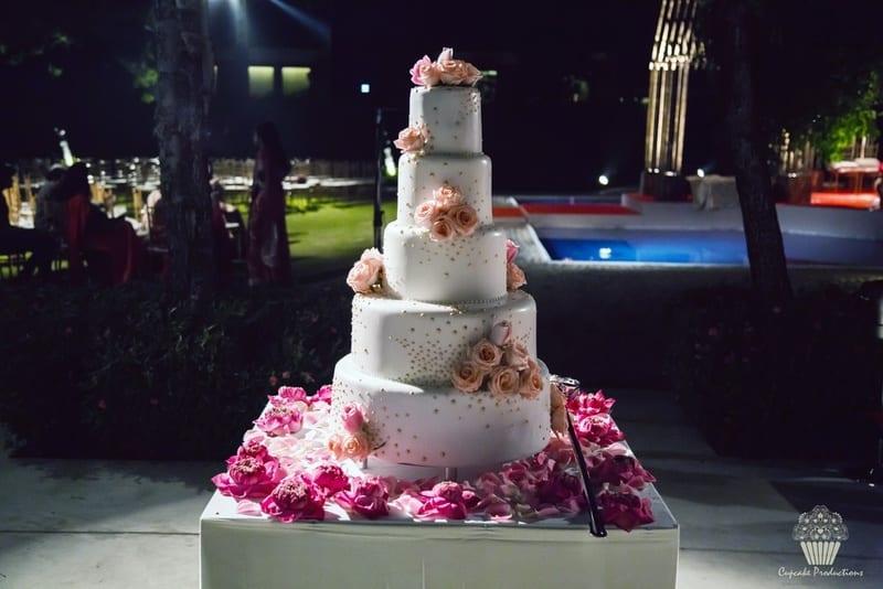 the wedding cake!:cupcake productions, manish malhotra, anju modi, sabyasachi couture pvt ltd