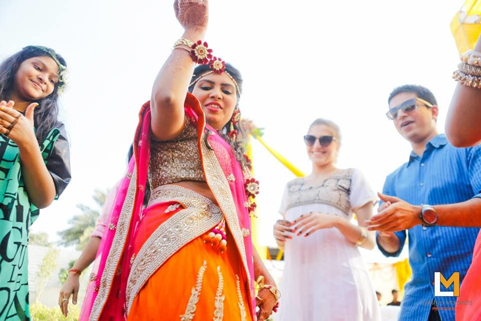 brides dance in sangeet:lakshya manwani photography