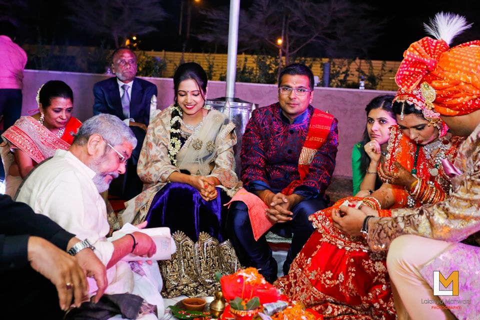 wedding rituals with bride and groom:lakshya manwani photography