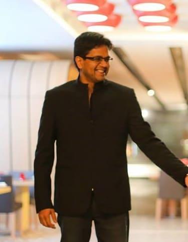 grooms designer wear:lakshya manwani photography