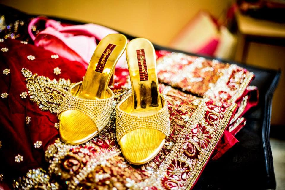 beautiful golden footwear:girl in pink photography