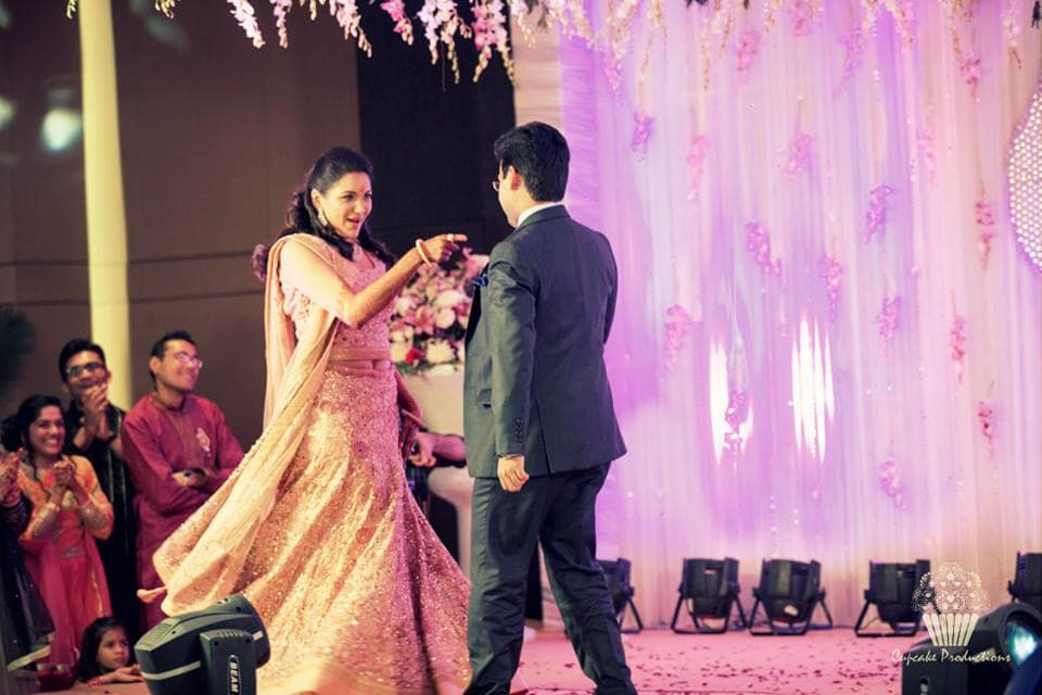 couple dance in sangeet:cupcake productions