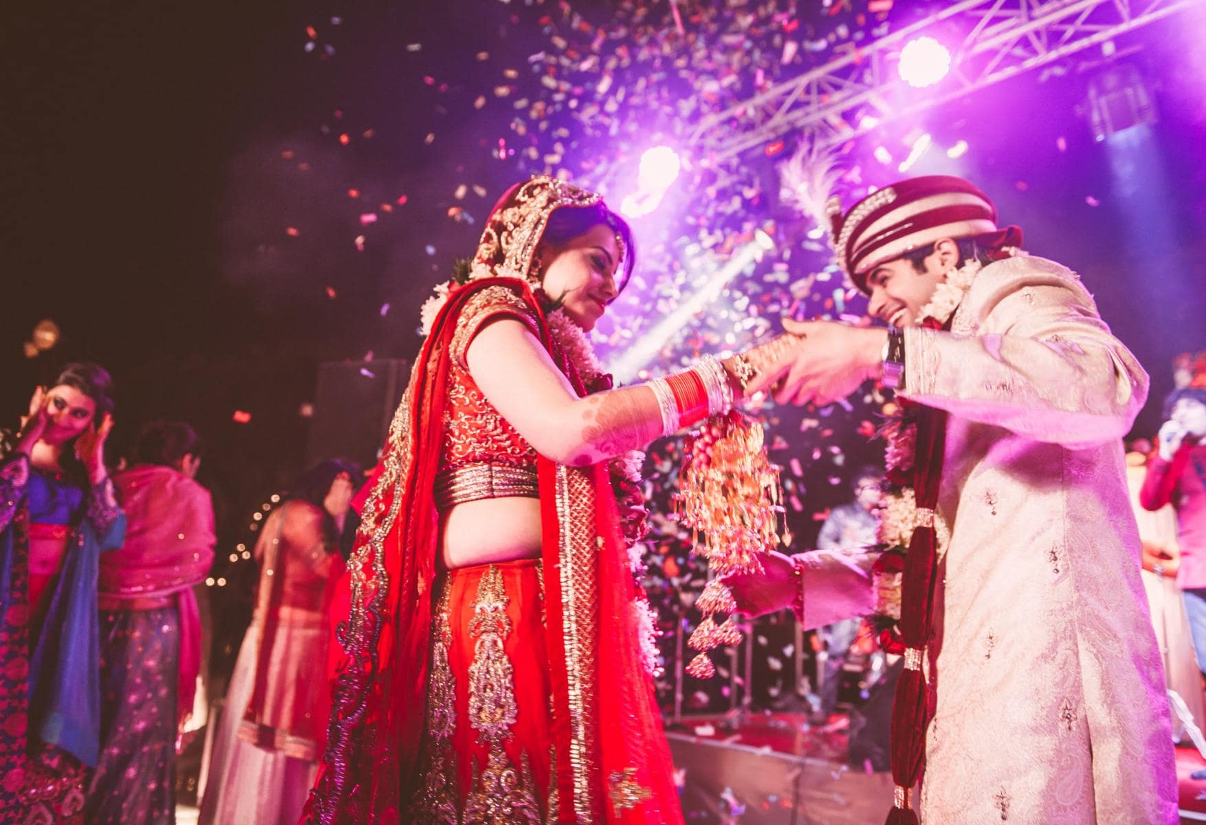 couple dance in wedding:kuntal mukherjee photography