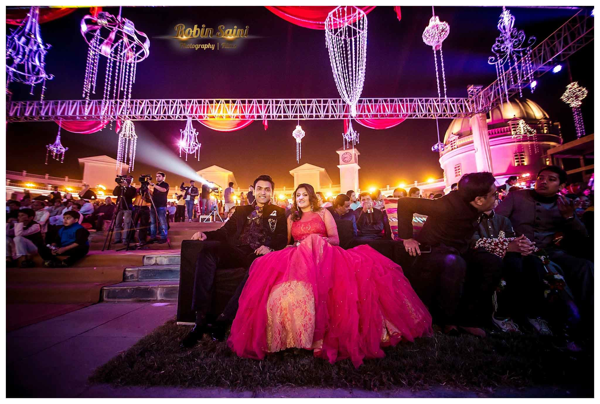 couple in sangeet:robin saini photography
