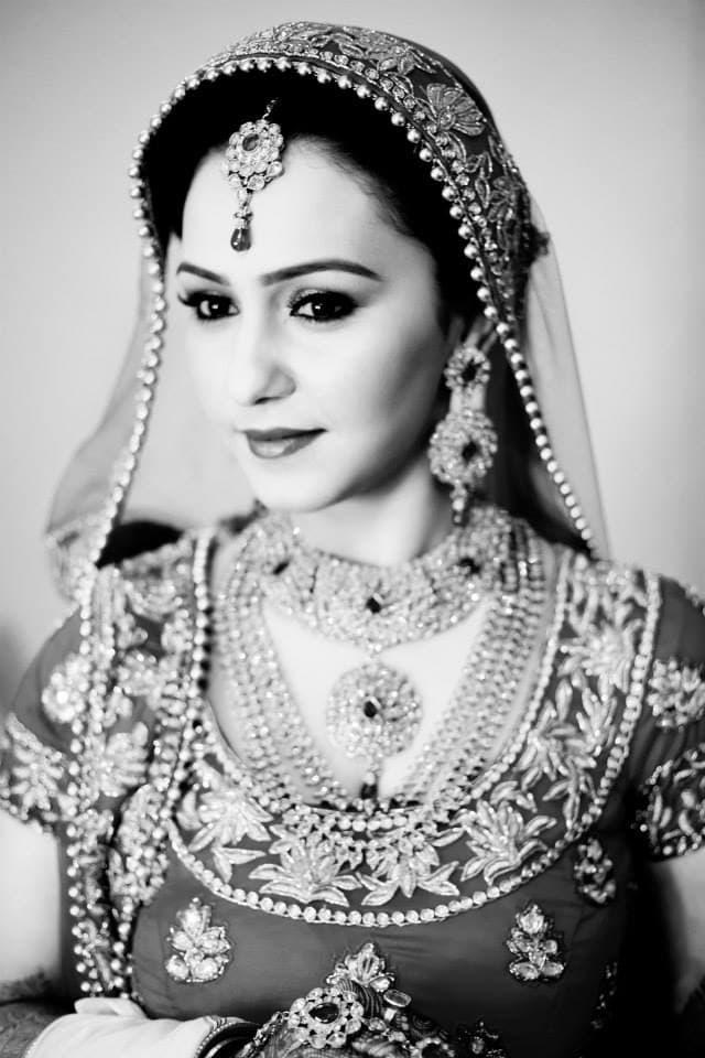 beautiful diamond jewellery:girl in pink photography