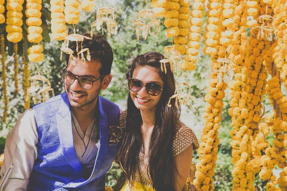 couple photograph in mehndi ceremony:mahima bhatia photography