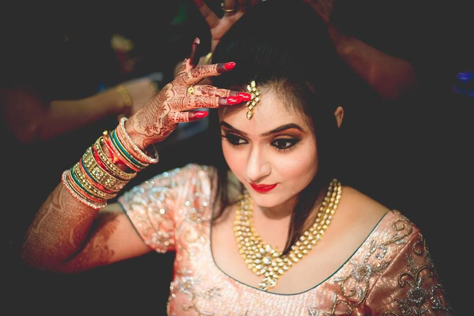 beautiful bridal makeup:girl in pink photography