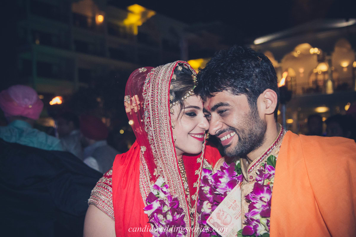 wedding couple click:candid wedding stories