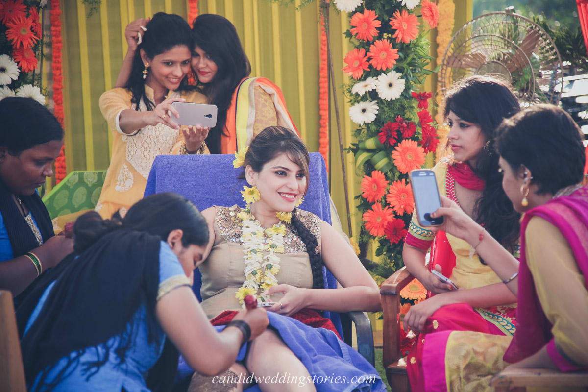 wedding ritual mehndi:candid wedding stories