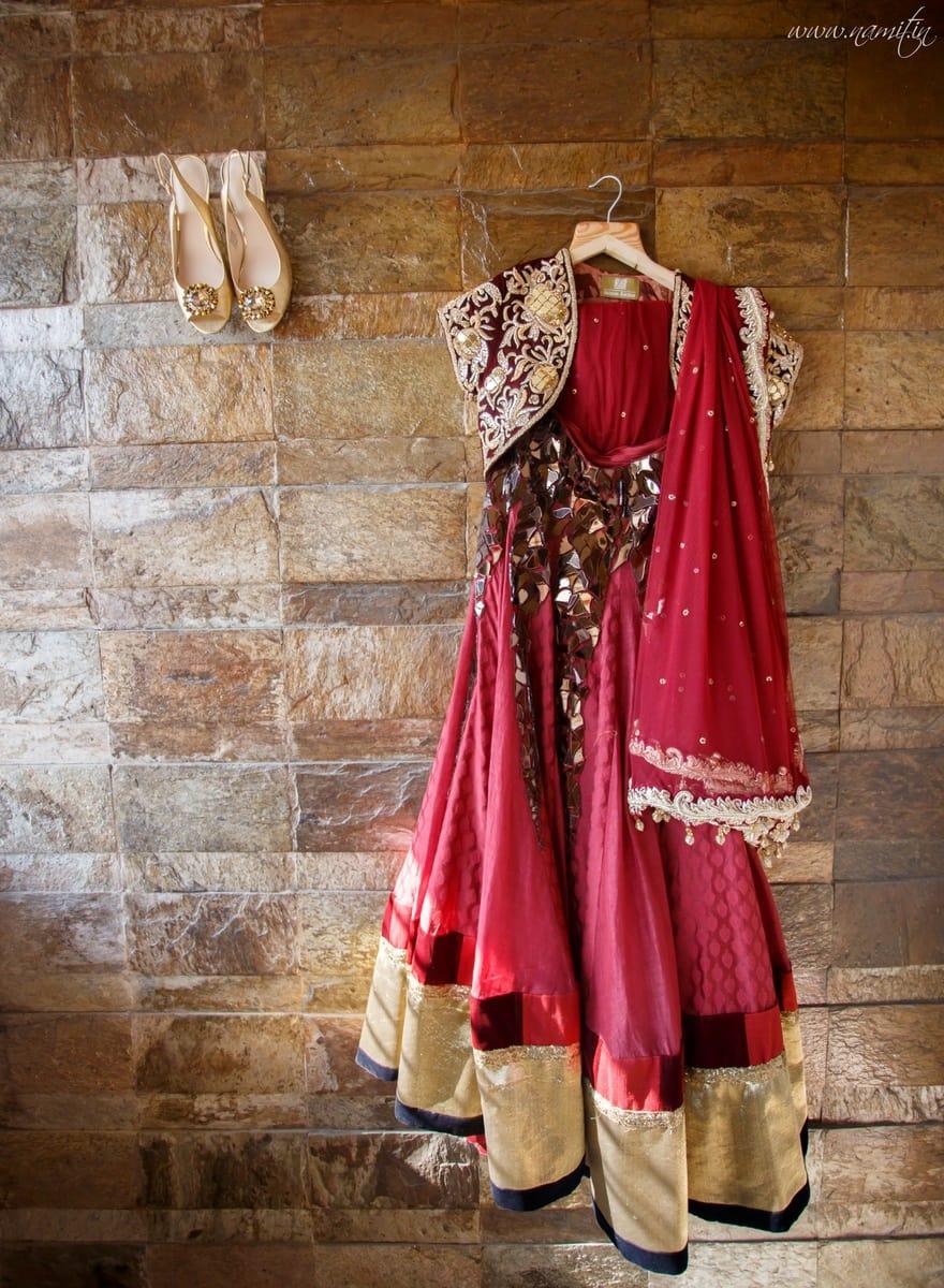 beautiful bridal lehenga:namit narlawar photography