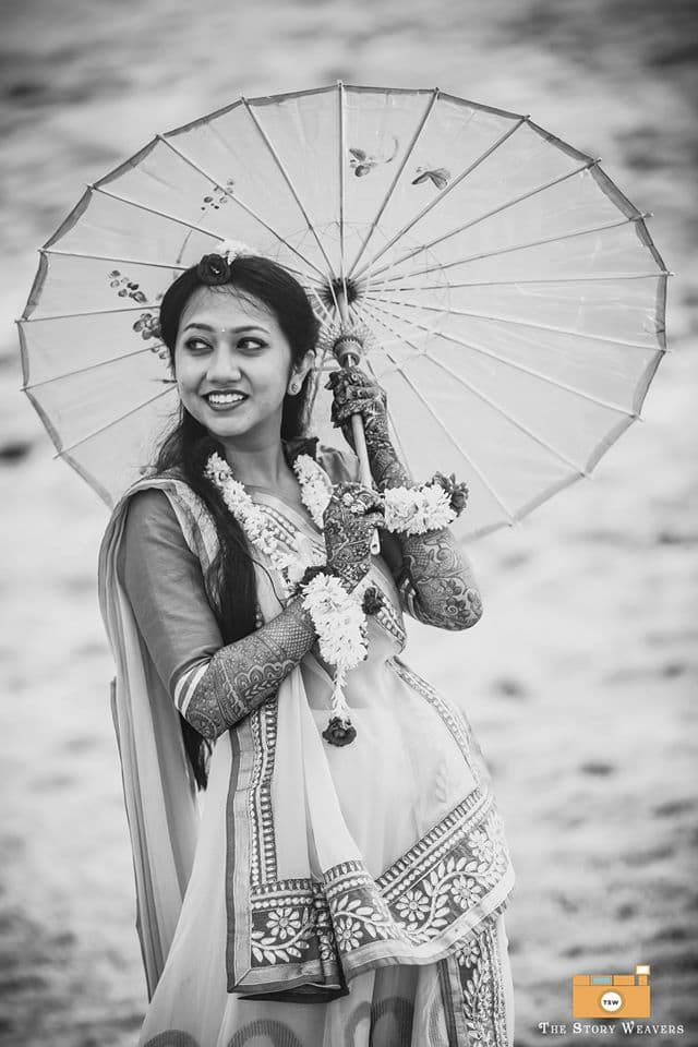 bridal click with umbrella:the story weavers