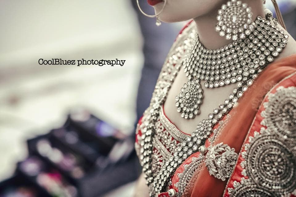 elegant bridal jewellery:coolbluez photography