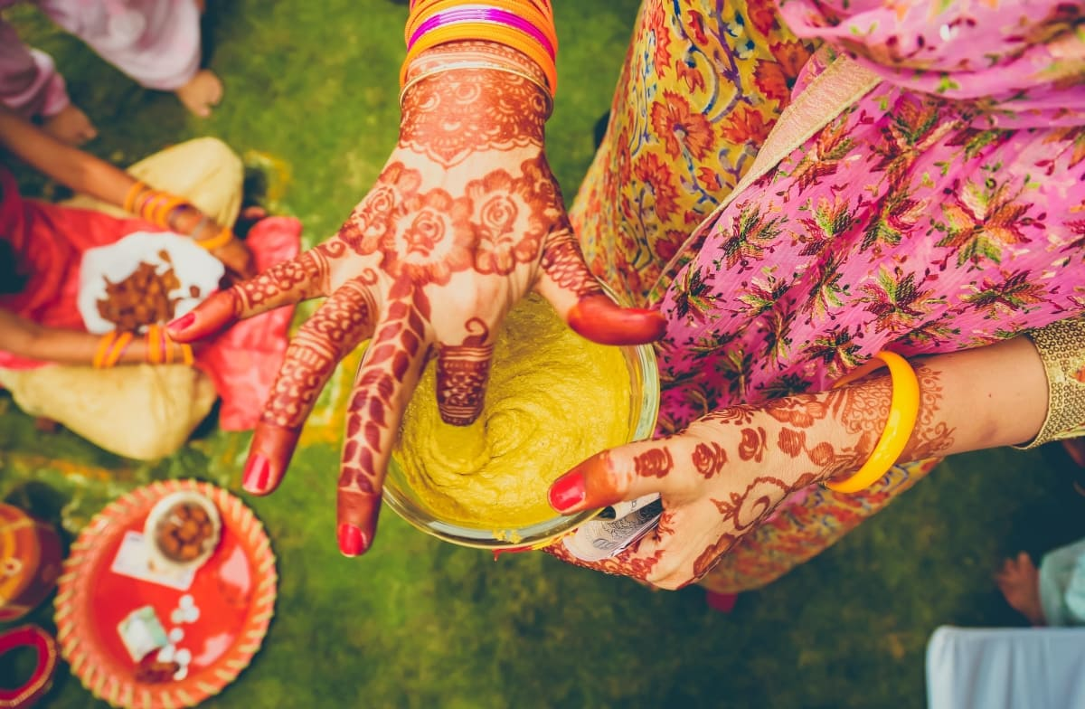 wedding ritual haldi:coffee stains photographer