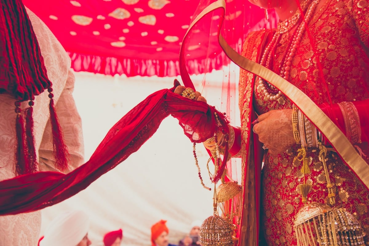 wedding ritual phere:coffee stains photographer