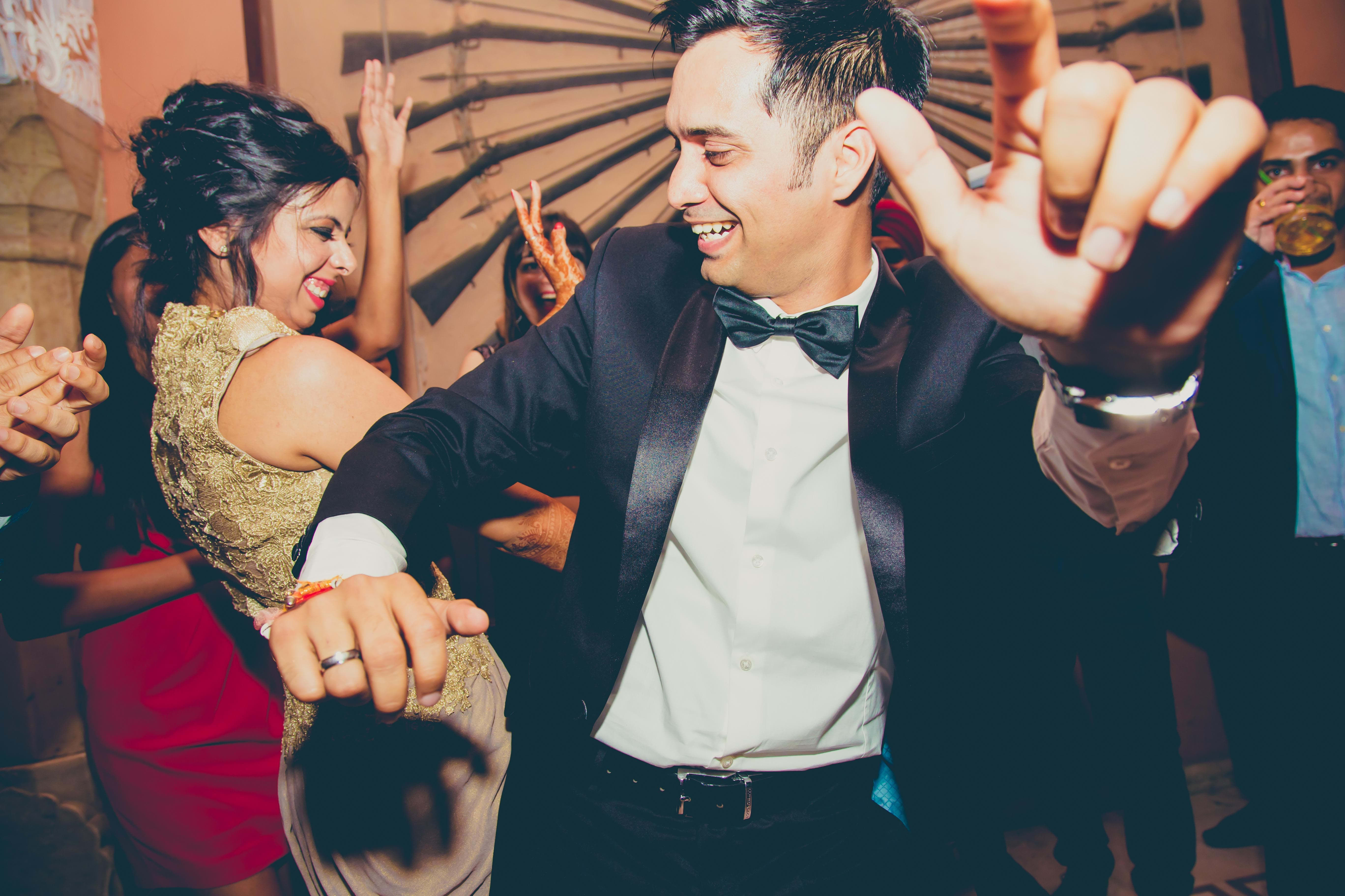 bride groom dancing together:coffee stains photographer
