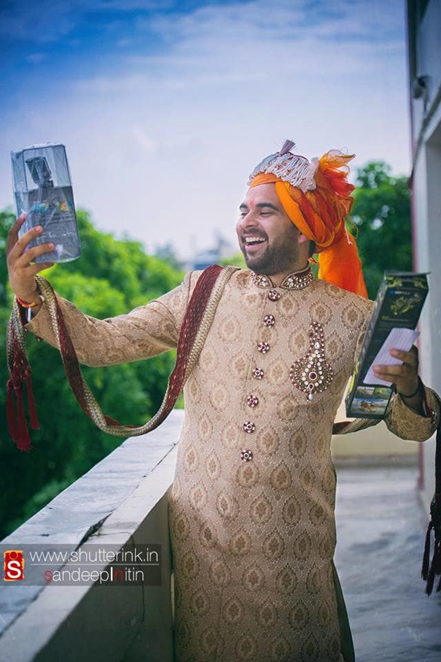 grooms selfie:shutterink photography