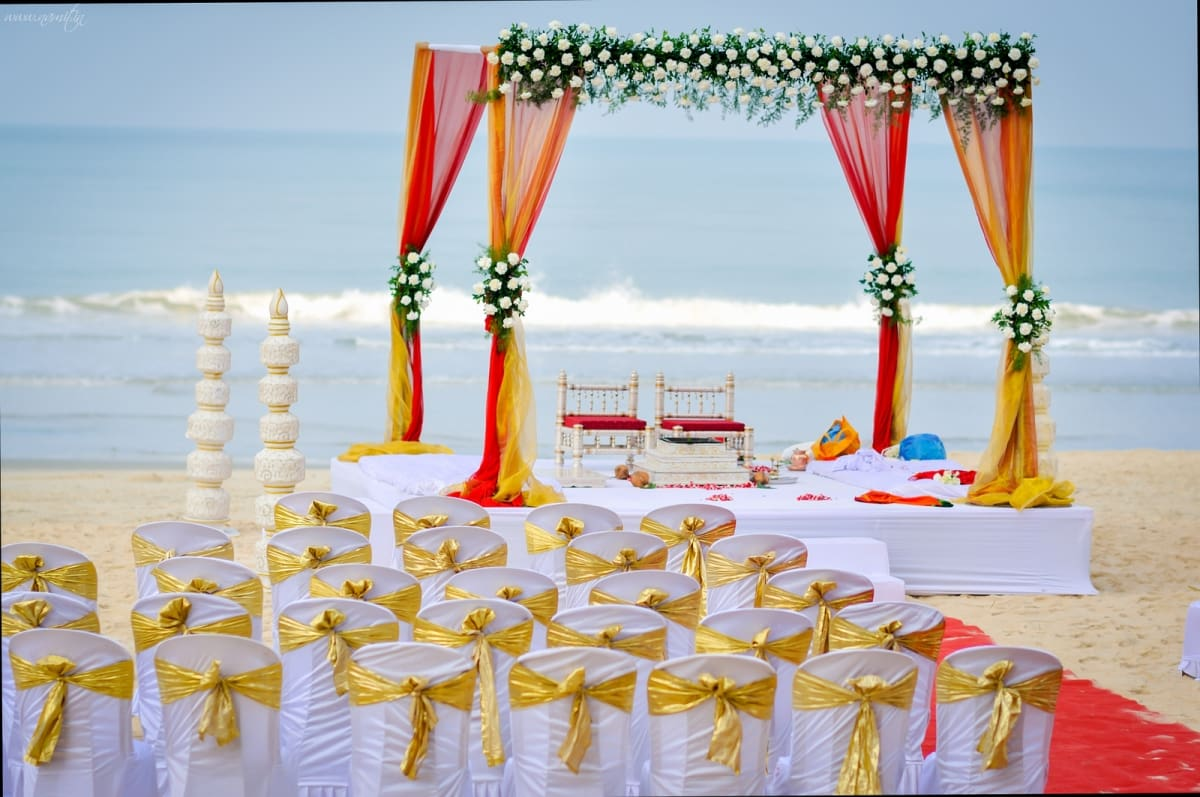 beach wedding venue:namit narlawar photography
