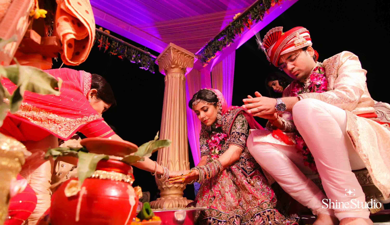 rituals performed by wedding couple:shine studio