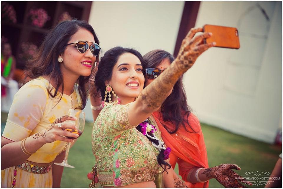 selfie:the wedding story