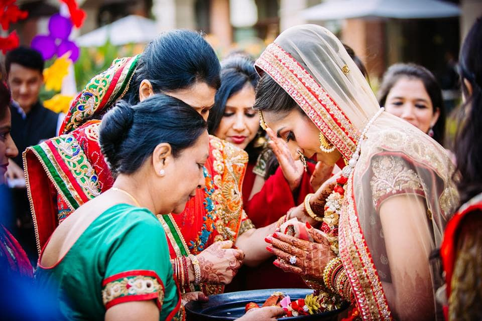 wedding ritual photography:candid shutters