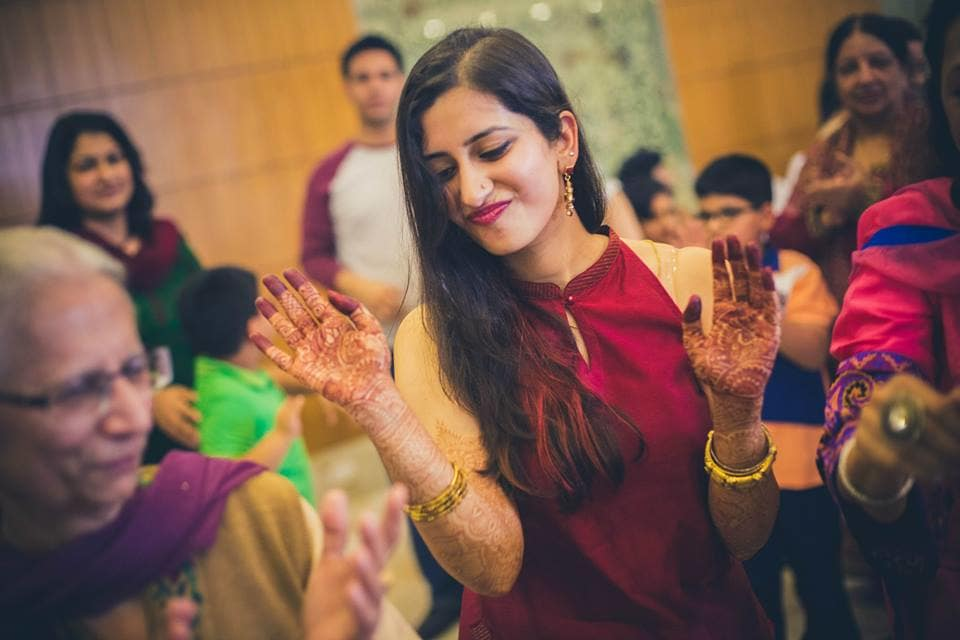 dance in mehandi ceremony:candid shutters