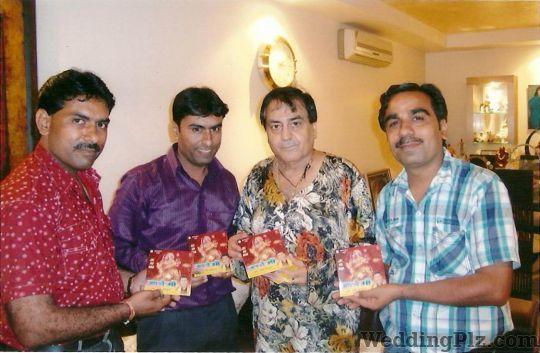 Shiv Bhardwaj and Party Live Performers weddingplz